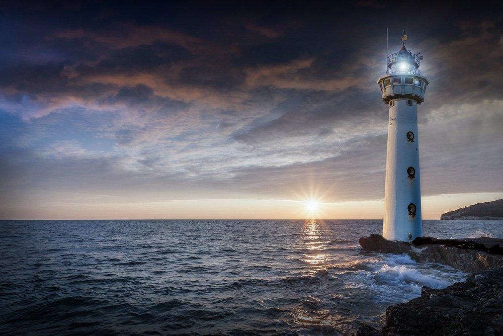 bord de mer avec un phare